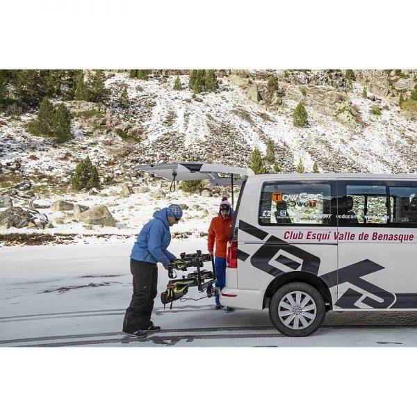 TowCar Aneto 4 е един невероятно лесен и удобен вариант за транспортиране на до 4 чифта ски или 4 сноуборда с монтаж на теглич с лесен достъп