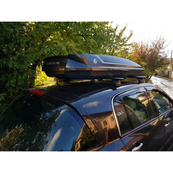 Автобоксът Northline Family 420 Черен Гланц е един от най-тихите и красиви багажници с модерен дизайн и луксозно изпълнение, феноменална визия и аеродинамика.
