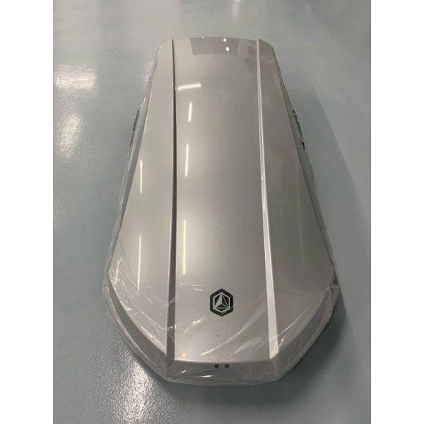 Автобоксът Northline Family 420 Сив Гланц е един от най-тихите и красиви багажници с модерен дизайн и луксозно изпълнение, феноменална визия и аеродинамика.