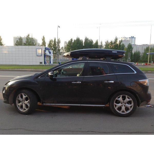 Автобокс Thule Dynamic M монтиран на Mazda CX 7 -  един отличителен, модерен, нисък, нов, аеродинамичен, тих и спортен багажник в черен гланц за автомобил, кола за багаж ски сноуборд