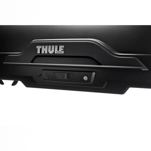 Багажникът Thule Motion XT SPORT в черен гланц е много голям автобокс с обем 300 литра и размери 189 x 67 x 43 см за автомобил, кола за багаж ски сноуборд