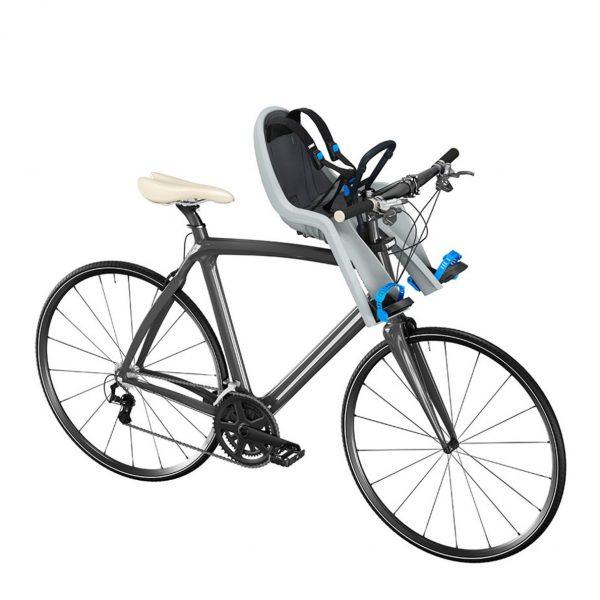 Детско Столче за Велосипед Thule RideAlong Mini с монтаж отпред на колелото на кормилото е безопасен и удобен начин за леко и приятно пътуване заедно.