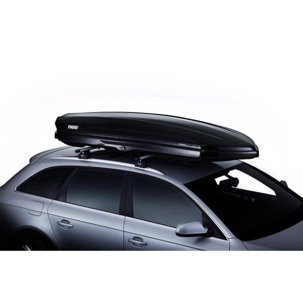 Автобоксът Thule Dynamic L в черен гланц е отличителен, модерен, нисък, нов, аеродинамичен, тих и спортен багажник в черен гланц за автомобил, кола за багаж ски сноуборд