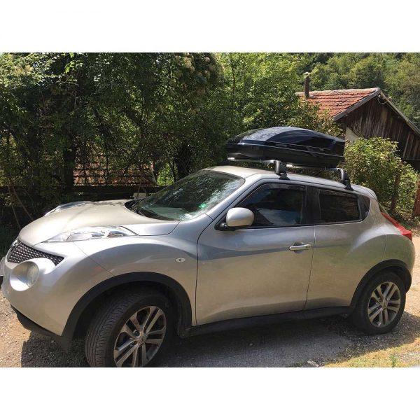 Автобокс Neumann Adventure 130 с обем 300 литра в черен гланц. Тих, красив и аеродинамичен багажник, куфар за багаж за малка или голяма кола, комби, джип.