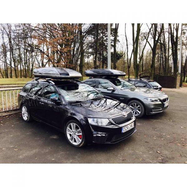 Автобоксът Thule Excellence XT е феноменална кутия с много модерен и аеродинамичен дизайн в цвят сив гланц и Х марк в черен металик. Луксозен, престижен, красив, спортен, тих и впечатляващ багажник.
