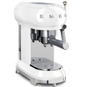 Еспресо кафе машина SMEG ECF01WHEU в ретро дизайн, компактна и в бял цвят