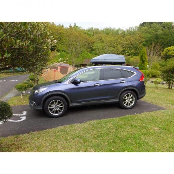 Автобоксът Thule Touring S сив мат е компактен и голям багажник с обем 330 литра и размери 139 x 90 x 40  см за автомобил, кола за багаж, куфар, бокс, кутия