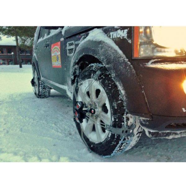 Веригите за сняг, лед, кал Thule König K-Summit XXL са лесни за поставяне с рамена автоматично самозатягане изработени от висококачествена метална верига с шипове за лед, дълъг живот, перфектни против хлъзгане.