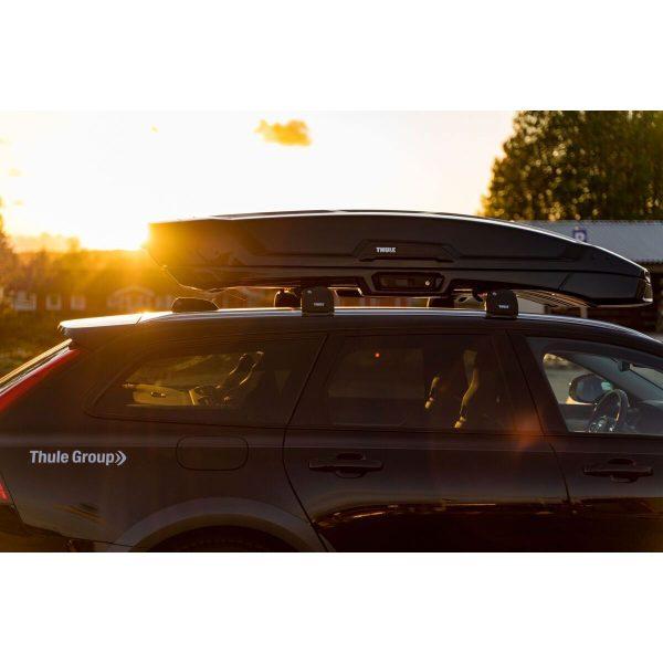 Автобоксът Thule Vector e луксозна и феноменална кутия с много модерен и аеродинамичен дизайн в цвят черен гланц и много екстри, супер тиха и спортна