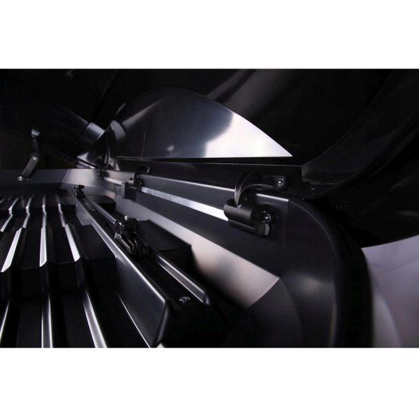Много Голям Автобокс Neumann Adventure 230 с обем 630 литра черен карбон. Тих, красив и аеродинамичен багажник, куфар багаж за голяма кола, комби, джип, ван