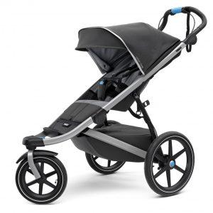 Спортна детска лятна количка за джогинг Thule Urban Glide 2 в сиво за бягане с помпащи се гуми, маневрена, високо проходима за пътеки в гората и градината