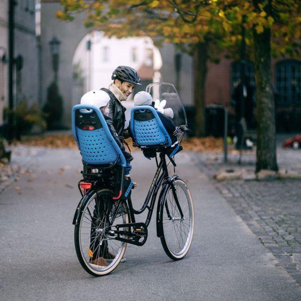 Детско Столче за Велосипед Thule Yepp Mini с монтаж отпред на колелото на кормилото е безопасен и удобен начин за леко и приятно пътуване заедно.