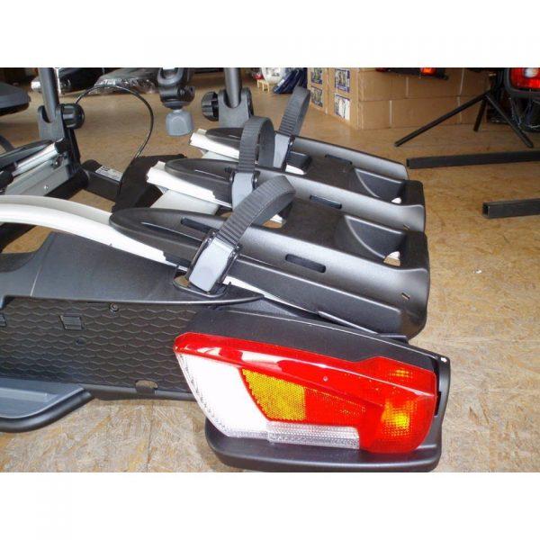 Вело багажник за колела Thule VeloCompact 3 926 е здрав, сигурен, стабилен, масивен и лесен за използване багажник за теглич със заключване, сгъваем малък