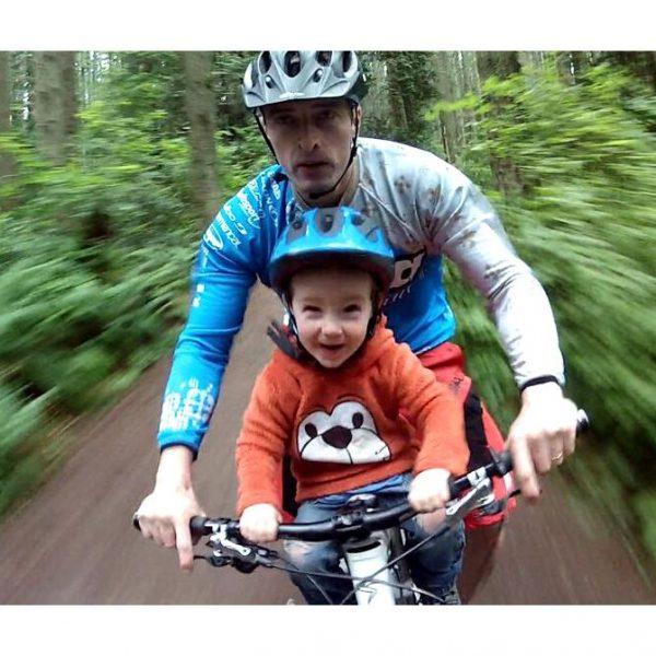Детско Столче за Велосипед Bellelli Rabbit Multifix с монтаж отпред на колелото на рамката е безопасен и удобен начин за леко и приятно пътуване заедно