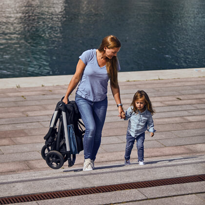 Детска Лятна Количка Thule Spring е супер стилна и модерна количка, Лесна и бърза за сгъване с една ръка, Лесна за съхранение, Лесна за маневриране на всякакви терени