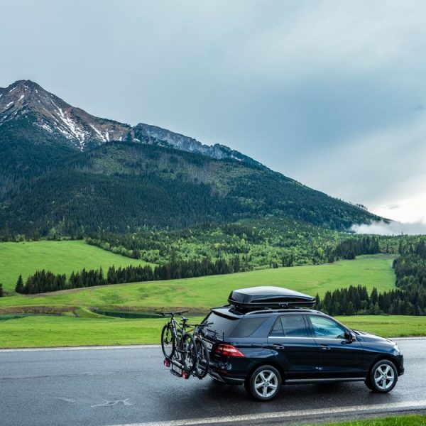 Багажник Автобокс Yakima TourCase 500 черен е тих луксозен красив и спортен багажник - голяма кутия за ски багаж модерен дизайн голям обем перфектна аеродинамика