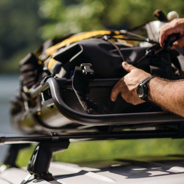 Товарната кошница Yakima OffGrid е изключително масивната и здрава скара за багаж. Универсалният й монтаж и вградените предпазни дефлектори за въздушно съпротивление правят тази Кошница за багаж Yakima OffGrid е перфектния багажник за хора, които обичат да пътуват
