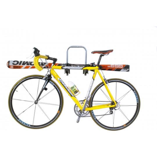 Стойка за стена Peruzzo Orione 371 за 3 велосипеда е здрав, сигурен, стабилен, масивен и лесен начин за съхранение на колела, ски, сноуборд и друго.
